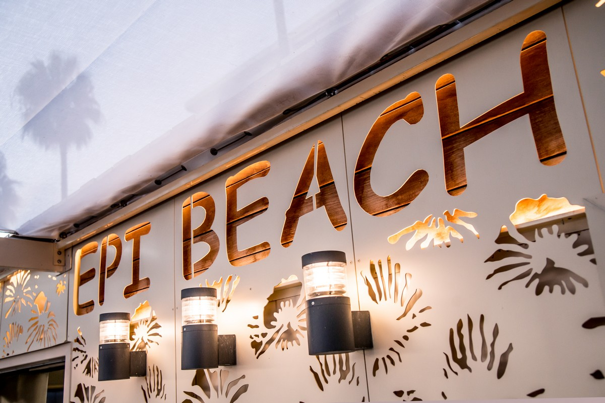 Epi Beach restaurant bar plage privee